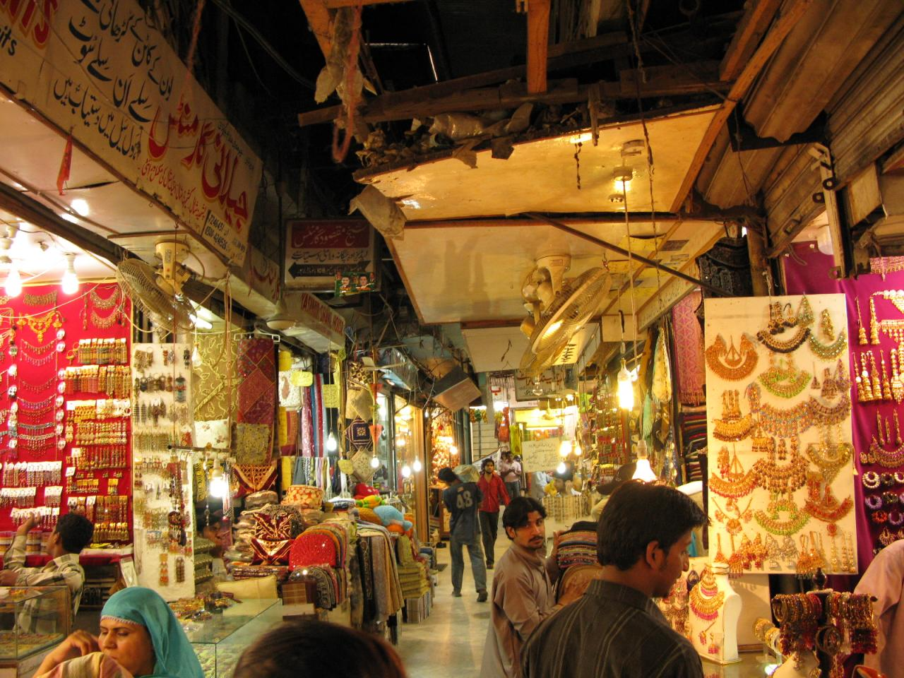 Best shopping places of lahore for Best boutiques