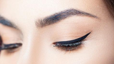 Draw straight eyeliner