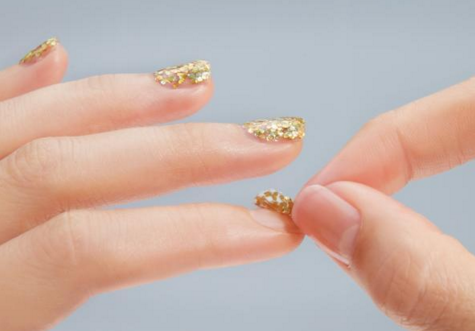 Take the glitters off from nails easily