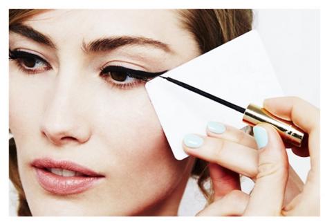 Use a card for Perfect Mascara